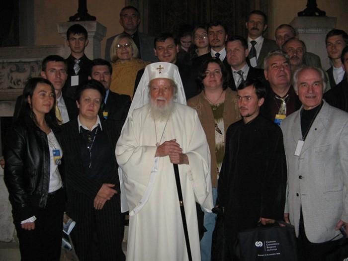 Flacara Film-Patriarhul TEOCTIST-cu basarabenii si bucovinenii sositi la Bucurestii-oct 2006-BucurestiLumi-Doga-basarabeni-bucovineni-Patriarh Teoctist-2006-700px