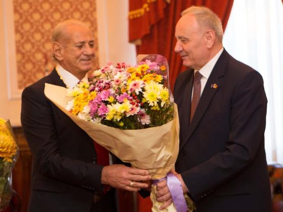 Gheorghe Zamfir si Ncolae Timofti Presedintele RMoldova Chisinau 2015