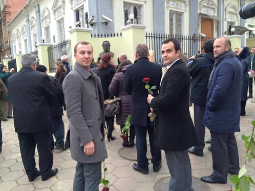 Odesa-bust Eminescu-participnti Sergiu Dan FB 15-01-2016-500px