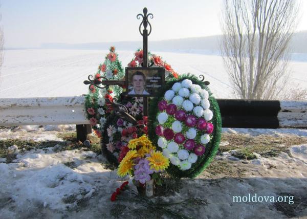 Vadim Pisari impuscat la Nistru-crucea de pe pod-01-01-2012-600px
