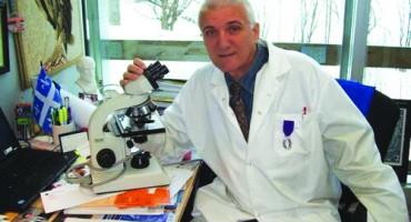 Vania Atudorei-savant profesor roman din Canada-in laborator 2-500px