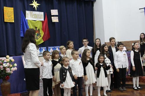 Grigore Vieru cinstit in Portugalia-Asociatia Miorita-copiii canta-500px