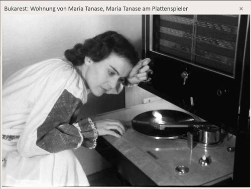 Maria Tanase-asculta muzica pe disc-vinil foto Willy Pragher-1942-500px