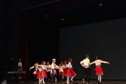 Portugalia-Asociatia MIORITA-copii in haine rosii-500px