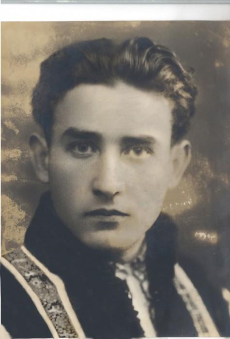 Valeriu Gafencu-student-cu bundita mamei-500px