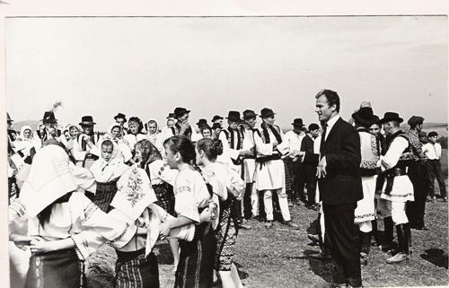 Voda Gheorghe-Eugen Doga-filmari in Bucovina cu copiii romanasi--500px