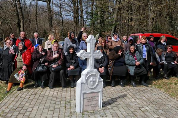Fantana Alba-comemorarea victimelor masacrui-popor femei-1 aprilie 2016--600px