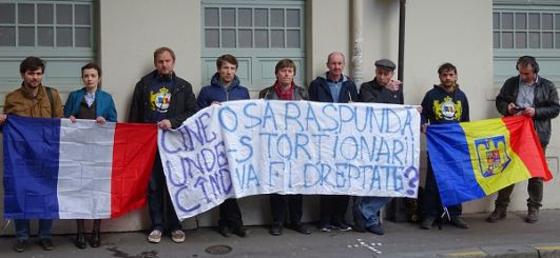 Proteste-Paris Ambasada Moldovei-Dreptate tinerilor-fot Vasile Calmatui-560px