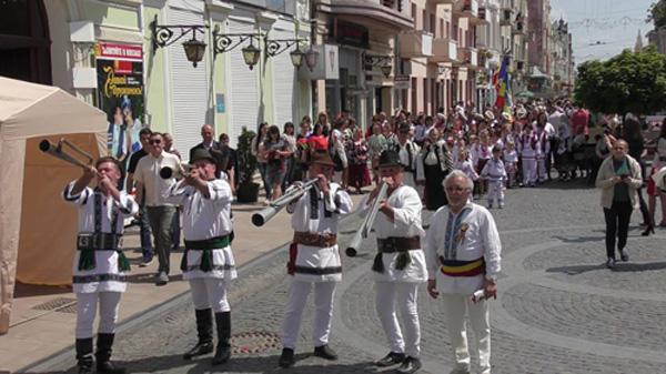 01-Cernauti-Parada portului popular romanesc-Buciume-START-22 mai 2016-600px
