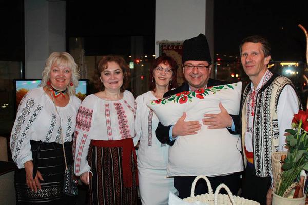 AmbasadaCanada-Zestre-grup artisti si Ambasadoarea Ala Beleavschi-3 mai 2016-600px