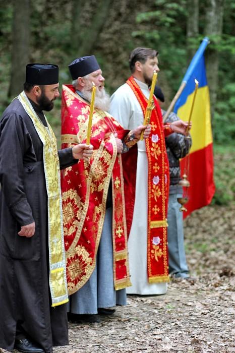 Codrii Cosminului-pomenire de Pasti-Preoti Tricolor-foto Nicolae Hauca-0IMG_1111