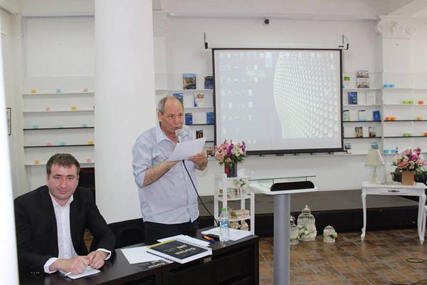 Denis Rosca lansare Carte de AUR a Basarabiei-RM-Denis si Vlad Pohila-moderator-24 mai 2016-600px