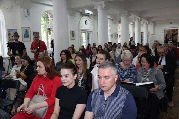 Denis Rosca lansare Carte de AUR a Basarabiei-RM-public 3-24 mai 2016-600px