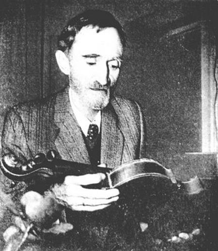 George Bacovia si vioara sa-450px