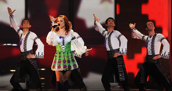 Moldova's entry into the 2009 Eurovision song contest Nelly Ciobanu rehearses in Moscow on May 13, 2009.  The grand final of the 54th edition of the Eurovision song contest will take place on May 16. AFP PHOTO / NATALIA KOLESNIKOVA
