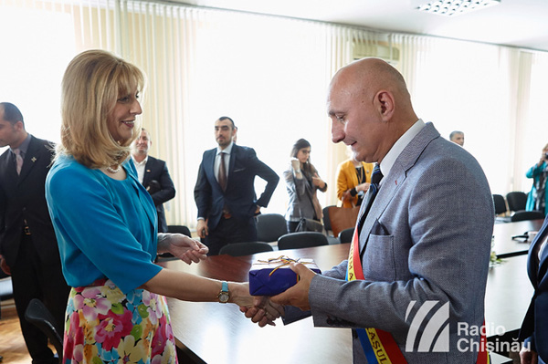 Principesa Maria in vizita la Ialoveni-cu primarul-18 mai 2016-600px