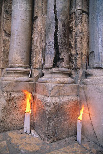 Sfantul Mormant-Coloana-lumanari-Ierusalim-350px