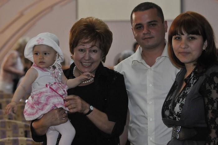 Conferinta Lidiei Istrati ULIM Ala Mindicanu si nepotul Eugen Istrati cu familia lui-iunie 2011-700px