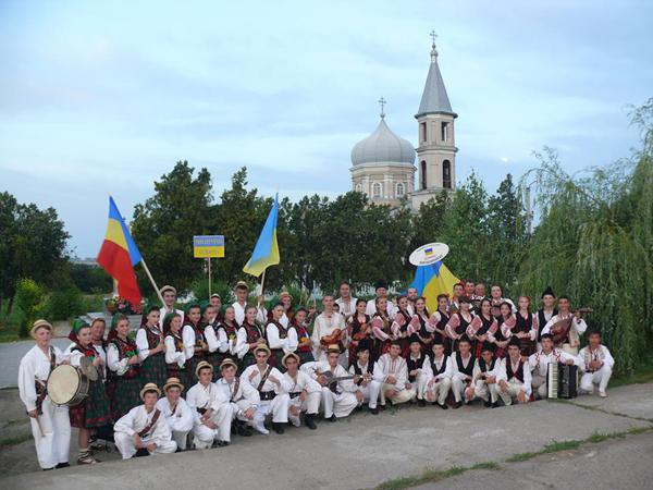 Ismail-Festivalul Folcloric al Romanilor din Ucraina-grup-600px