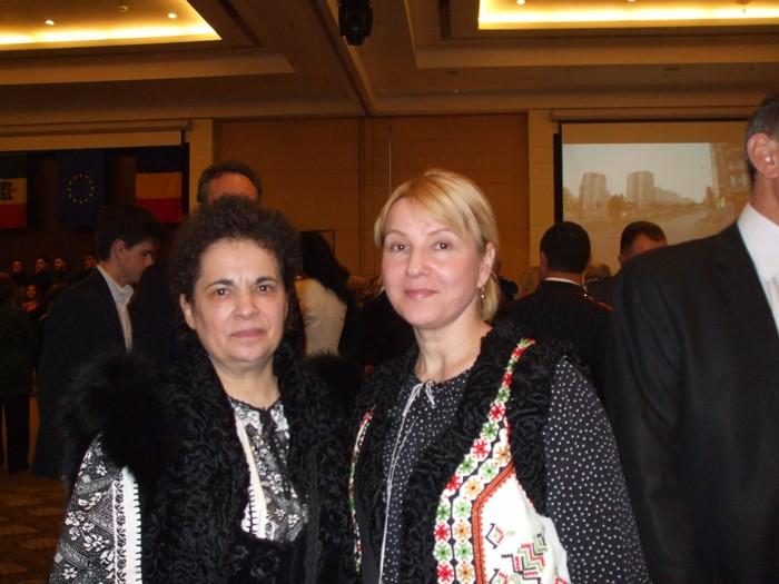 Poeta Maria Gabor si cantautoarea Aurica Basarabeanca 1 decembrie 2014-700px