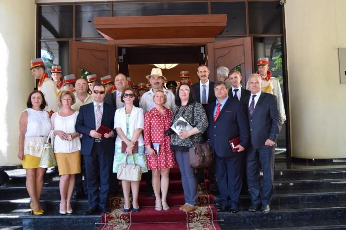 Basarabeanca cu grup Teleradio-Moldova si Stefan Voda Resedinta de stat-14-07-2016-900px-DSC_0383