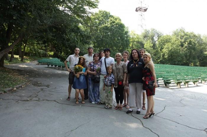 Flacara Film-Teatrul de Vara-filmare videoCLIP-Basarabie nu plange-cu Aurica Basarabeanca-ECHIPA-15 august 2014-800px