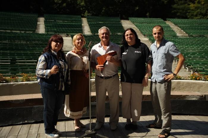 Flacara Film-Teatrul de Vara-filmare videoCLIP-Basarabie nu plange-cu Aurica Basarabeanca-ECHIPA-25 august 2014