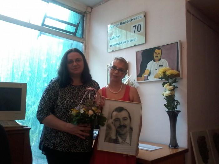 7-Victor Dumbraveanu-Medalion literar-fiica Doina si poeta Luminita Dumbraveanu-800px