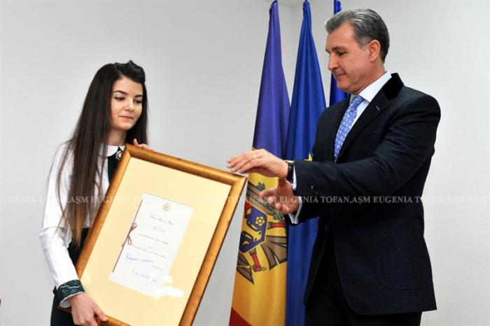 7-asm-burse-ale-casei-regale-pentru-studenti-univ-asm-ceremonie-12-dec-2016