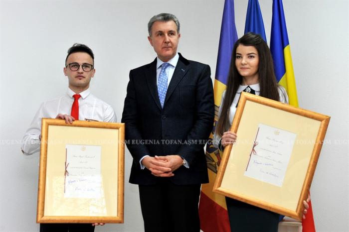 9-asm-bursele-casei-regale-pentru-ana-nastasiu-si-daniel-podgornii-univ-asm-12-dec-2016