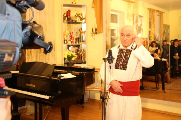 Eugen Doga la Salonul sau de Ziua lui Eminescu-15 ian 2017-foto Luminita Dumbraveanu-IMG_2259