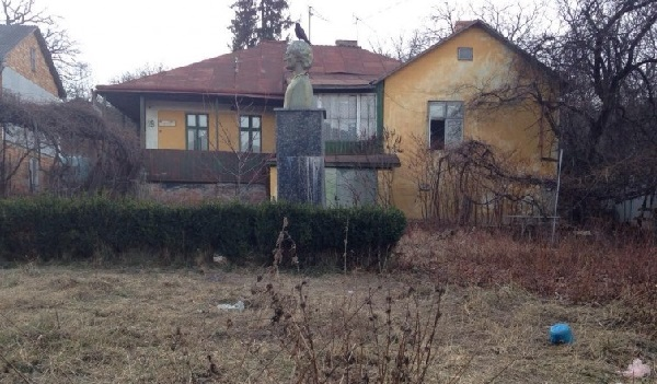Cernauti Casa lui Aron Pumnul in stare jalnica-stirihudesti-ro