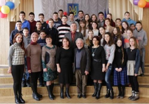 Cernauti-Omagiu lui Grigore Vieru-Gimnaziul romanesc nr 6