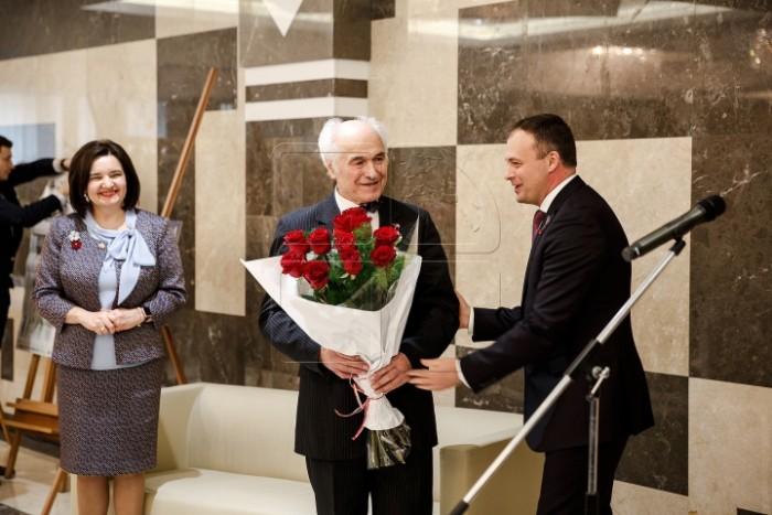 Eugen Doga omagiat la Parlament-foto Publika TV