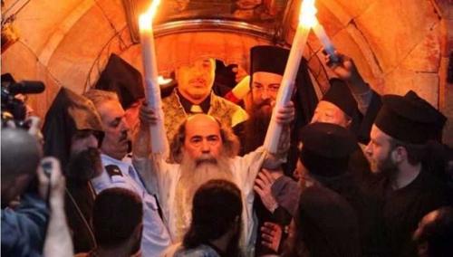 1-Lumina Invierii-Patriarhul Ierusalimului-500px