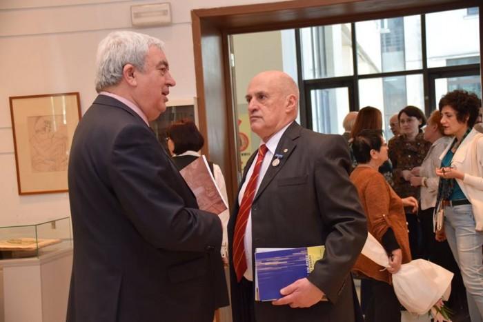 Academia Romana la 151 ani-Acad Duca cu un coleg la Expozitie-3 aprilie 2017