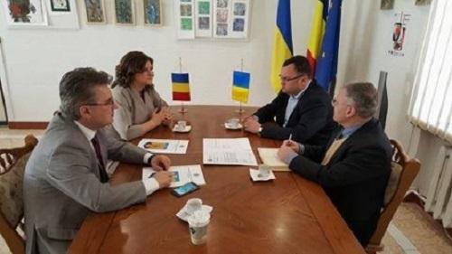 Cernauti-intilnirea Primarului cu Consului Romaniei Eleonora Moldovan-donatie 100 troleibuze RO-500px (2)