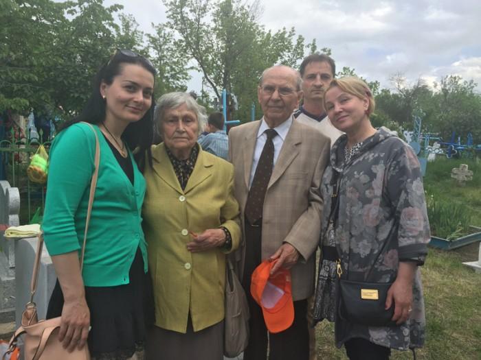 Ghiduleni-Cimitir-Basarabeanca-Cornel si Ana Nica-Nicolae-Eleononora Cuiban-800px-IMG_2543