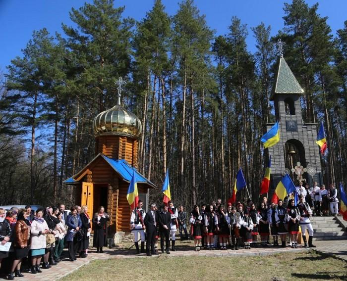 Masacrul d ela Fintina Alba-Cernauti-Complex memorial-elevi-Tricoloruri-1 aprilie 2017