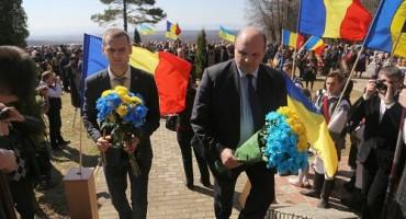 Masacrul d ela Fintina Alba-flori bicolore ucrainene-1 aprilie 2017-500px-