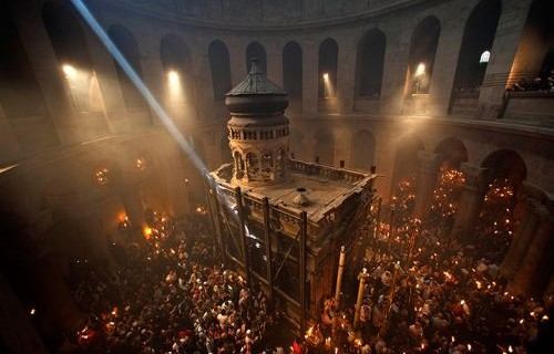 Jerusalem: Christian pilgrims in the Church of the Holy Sepulchre