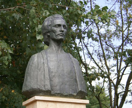 Ipotesti-bustul lui Mihai Eminescu