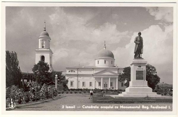 Ismail_Catedrala_orasului_cu_Monumentul_Regelui_Ferdinand_I-Wikipedia-org-600px