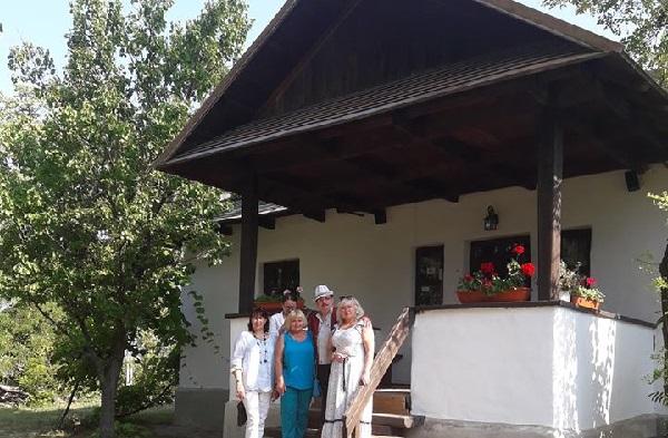 Ipotesti Masina cu poeti din Bucovina 2 24 iulie 2017