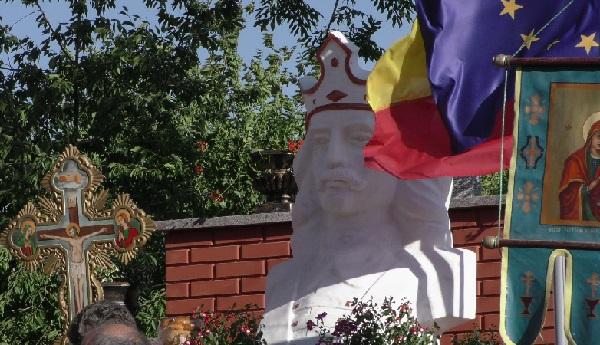 Opriseni-Cernauti-bustul lui Stefan cel Mare si Sfint