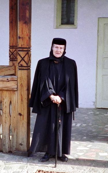 Zoe Dumitresccu Busulenga-Maica Benedicta calugarita