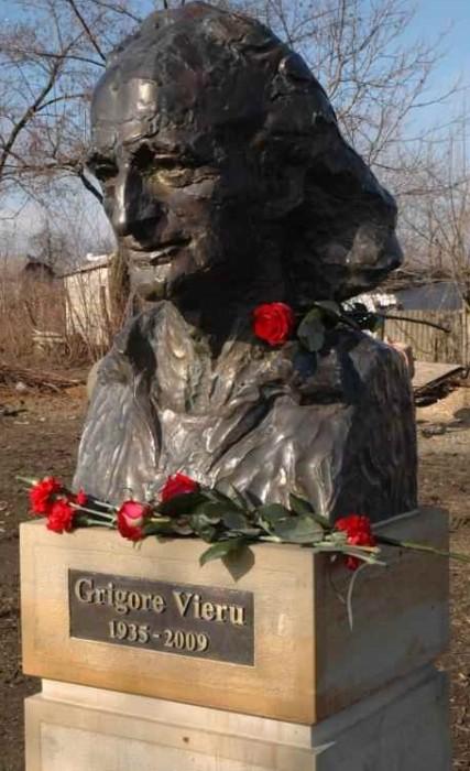 Grigore Vieru-bust Casa Muzeu satul Pererita Briceni 2015-foto Ministerul Culturii RM - Copy