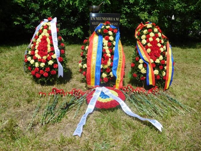 Ostasi romani reinhumati monument romanilor cazuti in Rusia-COROANE flori