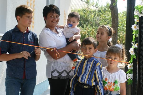 Casa noua pt Familia Carpenco Drochia 1-familia fericita