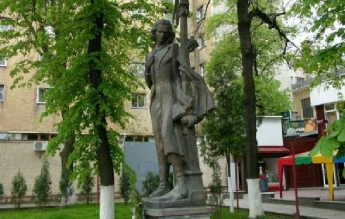Cernauti monumentul lui Mihai Eminescu-sept 2017